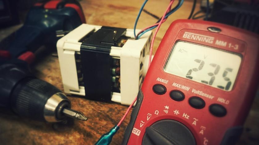 Instructions pour le multimètre » Mesurer la tension, le courant et plus correctement
